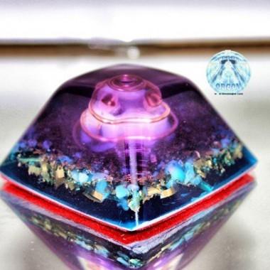 Piramide truncada espiral violeta